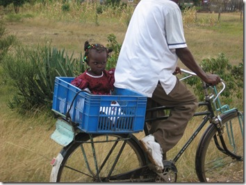 Kid_in_basket
